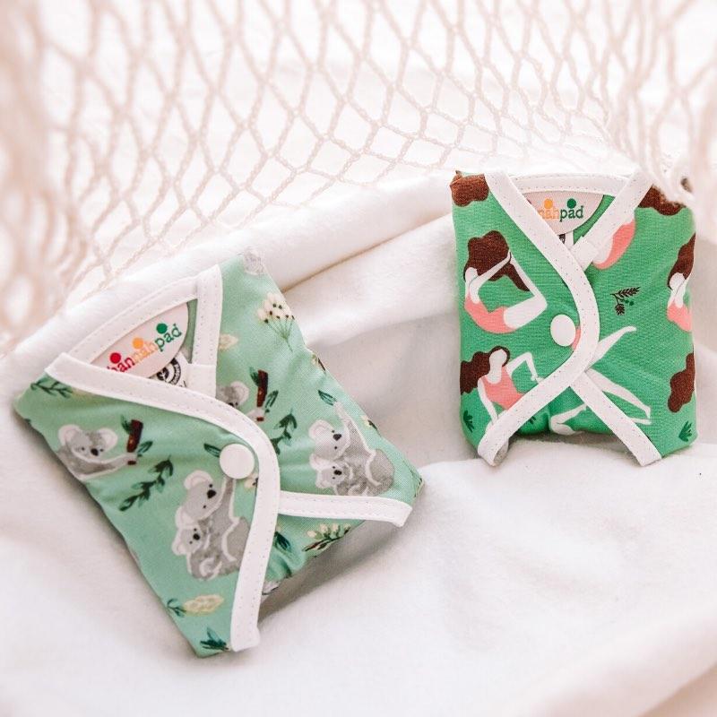 serviettes hygiéniques à motifs